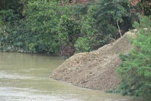 Đắk Lắk: Dân san lấp mặt bằng, đoạn sông Sêrêpốk bị thu hẹp