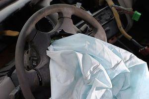 Lỗi túi khí khiến Toyota tiếp tục triệu hồi 1,7 triệu xe