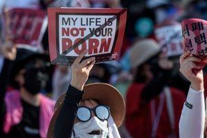 Hàn Quốc bắt giam chủ trang web khiêu dâm giữa các cuộc biểu tình chống nạn quay lén