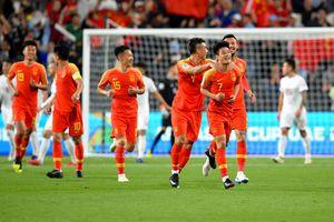 Trung Quốc chính thức giành vé đi tiếp nhờ cú đúp siêu phẩm