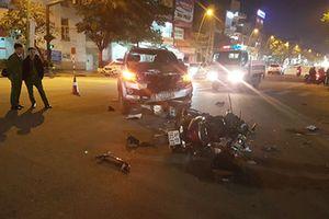 Con trai tử vong, cha bị thương nặng sau va chạm với ô tô