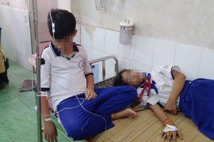 Hàng chục học sinh nhập viện sau khi dùng nước súc miệng