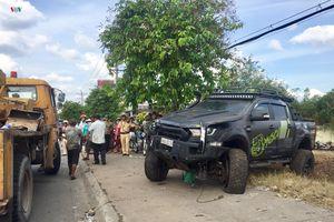 Bình Dương: Hai ô tô va chạm, tông người bán dưa hấu tử vong