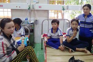 Trên 80 học sinh nhập viện vì súc miệng bằng fluor sai cách