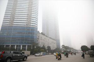 Sáng cuối tuần, người Hà Nội ra đường mà ngỡ ở Sapa mờ sương