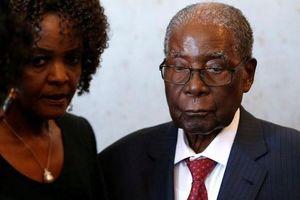 Cựu Tổng thống Zimbabwe bị trộm một va li chứa đầy tiền