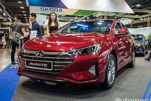 Hyundai Elantra 2019 giá từ 1,29 tỷ đồng 'đấu' Mazda3