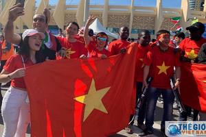 Trận Việt Nam - Iran: CĐV Việt Nam nhuộm đỏ sân vận động trước giờ bóng lăn