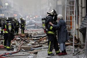 Hiện trường như bị đánh bom sau vụ nổ ở trung tâm Paris