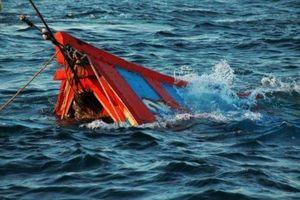 Khẩn cấp lập đoàn công tác xác minh thông tin tàu cá với 10 lao động bị chìm