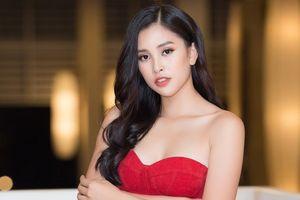 Hoa hậu Tiểu Vy bất ngờ diện đầm khoe ngực đầy nóng bỏng