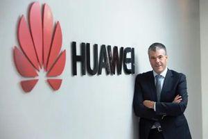 'Sóng gió bủa vây', Phó chủ tịch Huawei Canada bất ngờ từ chức