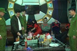 Nhóm nam nữ phê ma túy 'đá' trong quán karaoke