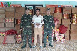 Bắt đối tượng thuê cửu vạn người Trung Quốc vận chuyển 2 tấn pháo nổ
