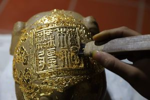 'Kỳ linh Kỷ Hợi' dát vàng giá gần 100 triệu đồng