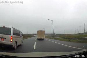 Lái xe biển đỏ chạy lùi trên cao tốc Hà Nội - Thái Nguyên, đại úy quân đội bị đình chỉ công tác