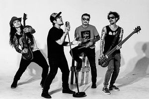 Ban nhạc Microwave thắp lửa sân khấu 'V-Rock 2019'