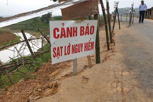 Huyện Thanh Chương (Nghệ An): Nhiều đoạn đường bị sụt lún nghiêm trọng
