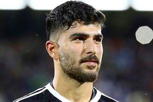 Thủ thành điển trai của ĐT Iran có cha là cựu thủ môn huyền thoại