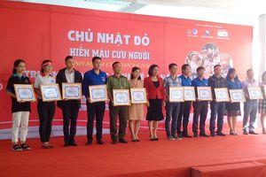 Sôi động Chủ nhật Đỏ tại thành phố biển Đà Nẵng