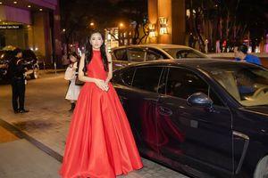 Hoa hậu Mai Phương Thúy mặc váy đỏ rực 'khuấy động' không khí trong tiệc từ thiện