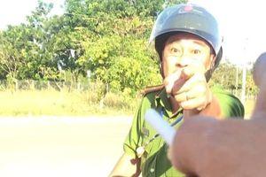 Tạm đình chỉ công tác thiếu tá công an chửi bới tài xế do bị kích động
