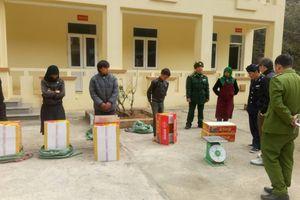 Hà Giang: Bắt giữ 5 đối tượng vác nhiều bao tải pháo qua biên giới