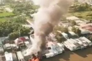 Kiên Giang: Cháy hai tàu đánh cá, lan tiếp sang 3 nhà dân