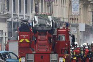 Nổ lớn ở tiệm bánh, hai lính cứu hỏa thiệt mạng