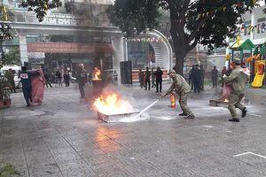 Lực lượng bảo vệ dân phố tranh tài chữa cháy, cứu nạn