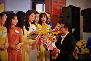 Lý do NSND Trung Hiếu sát ngày cưới vẫn bận rộn chấm thi sắc đẹp
