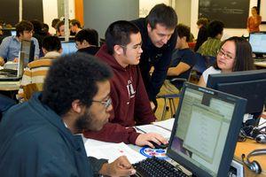 Nên học Khoa học Máy tính ở ĐH Bách khoa hay ĐH Công nghệ Thông tin?