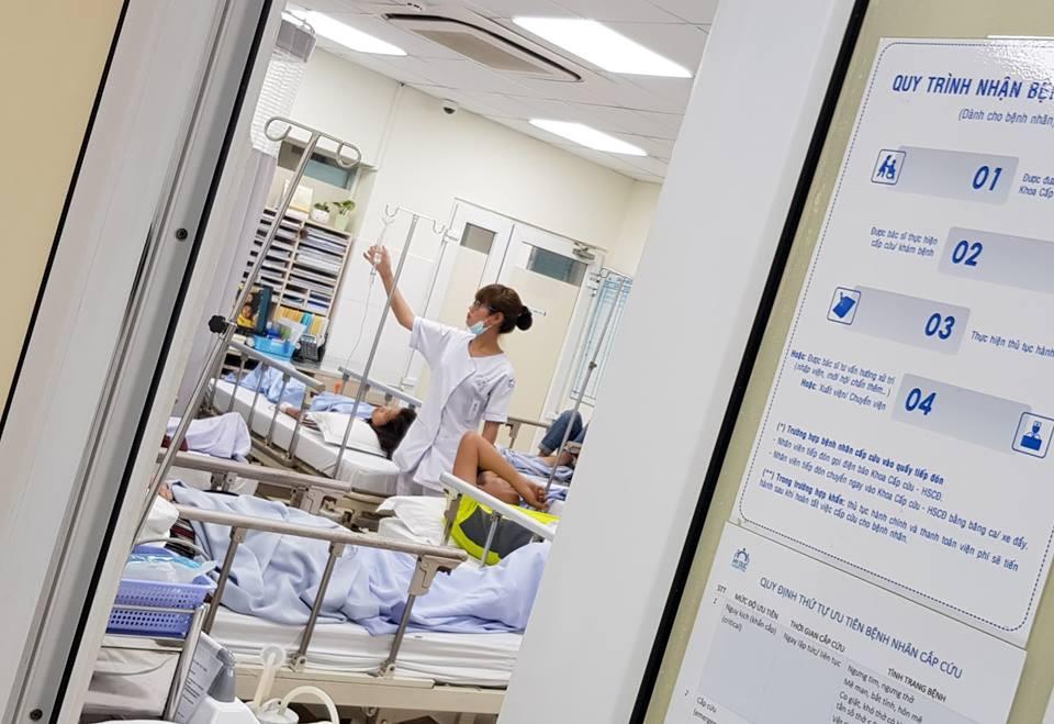 10 người nhập viện cấp cứu sau một ngày ăn tiệc nhà hàng ở TP.HCM