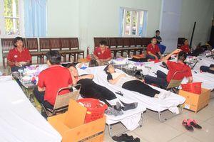 3.000 người tham gia hiến máu tại chương trình Chủ Nhật đỏ lần thứ XI