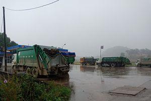 Dân tiếp tục 'chốt chặn' không cho xe rác vào bãi rác Nam Sơn