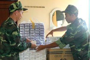 Đồn Biên phòng Vĩnh Nguơn thu giữ gần 2.000 gói thuốc lá ngoại nhập lậu
