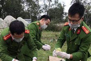 Hà Tĩnh: Tiêu hủy 90 kg thực phẩm bẩn và 500 đồ chơi nguy hiểm
