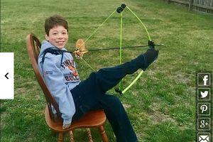 Cậu bé 14 tuổi viết, ăn, nấu ăn, chơi thể thao bằng... hai chân