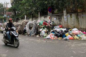 Nội thành Hà Nội ngập trong rác
