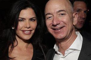 Tỷ phú Amazon 'bẽ mặt' vì tình nhân khoe khoang tin nhắn mùi mẫn