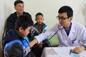 Tặng quà, khám chữa bệnh cho đồng bào miền núi Thanh Hóa