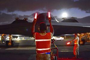 Mỹ điều siêu chiến cơ đến Trân Châu Cảng 'trực chiến'