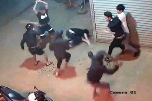 Trích xuất camera an ninh, tìm nhóm côn đồ chém gục 4 thanh niên tại phòng trọ