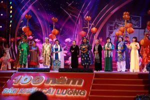 '100 năm sân khấu cải lương' níu chân hàng nghìn khán giả trên phố Nguyễn Huệ