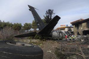 Rơi máy bay chở hàng gần thủ đô của Iran, 10 người thiệt mạng