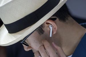 Tai nghe không dây AirPods của Apple bị lợi dụng để nghe lén