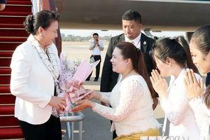 Hình ảnh Chủ tịch Quốc hội tới Siem Reap, bắt đầu tham dự APPF-27