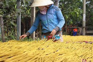 Làng nghề làm hương gần 100 tuổi hối hả đón Tết