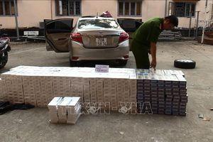 Tạm giữ xe ô tô vận chuyển hàng nghìn gói thuốc lá lậu