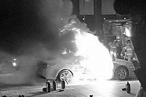 Thêm một tài xế Hàn Quốc tự thiêu phản đối dịch vụ chia sẻ xe
